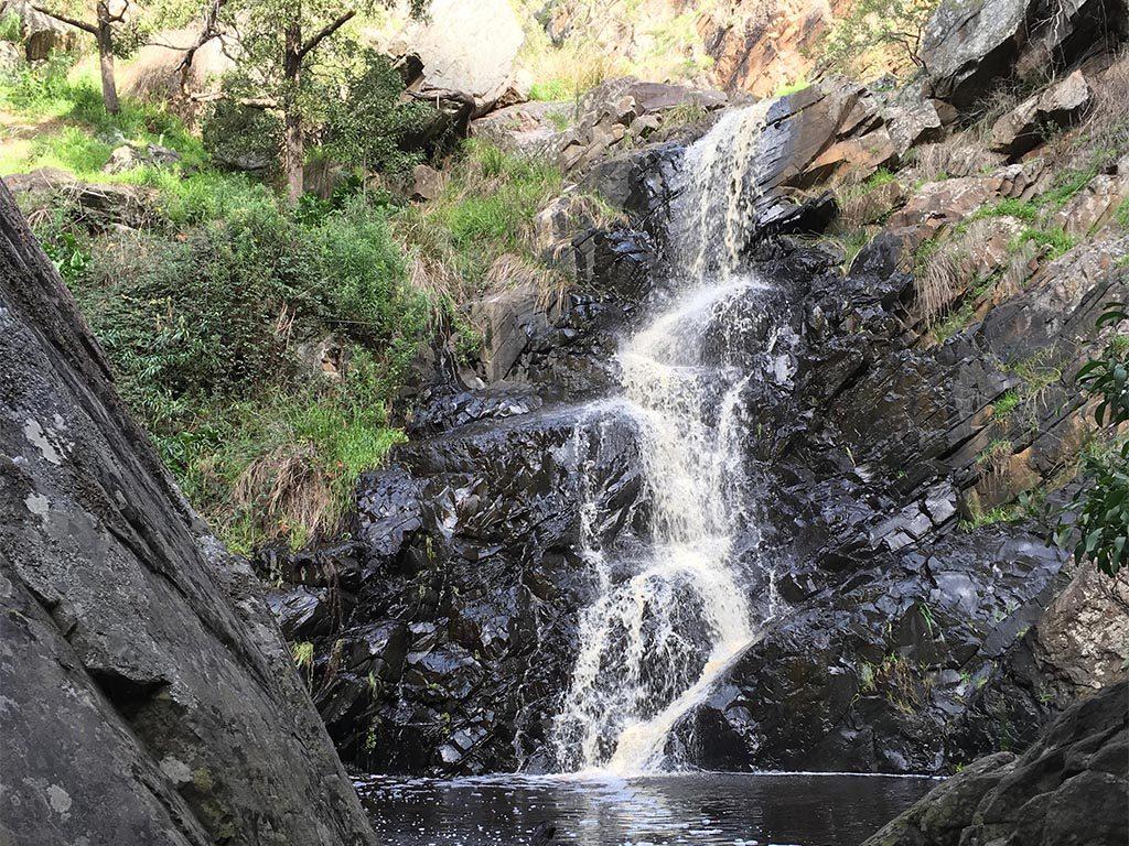 因加拉(Ingala)瀑布