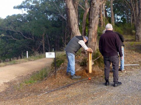 Installing the first post on the #Adelaide100 trail, directing walkers along Monument Road between Norton Summit and Debneys Road.