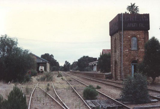 Manoora Railway Station