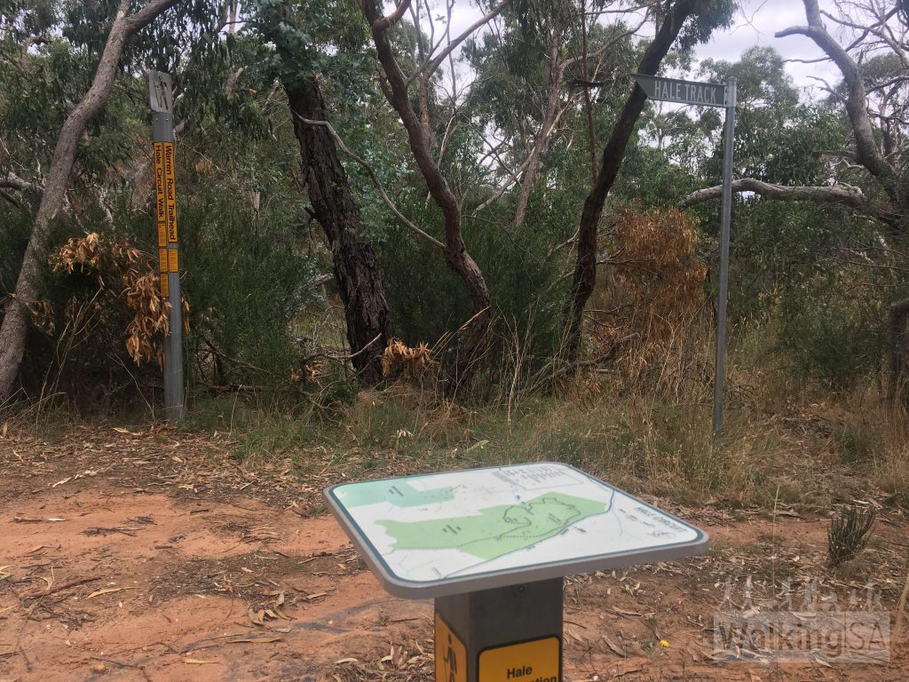 "The trailhead on Warren Road. The trail loop is well marked by the <a href=""https://www.walkingtrailssupportgroup.org.au/"">Walking Trails Support Group</a>"