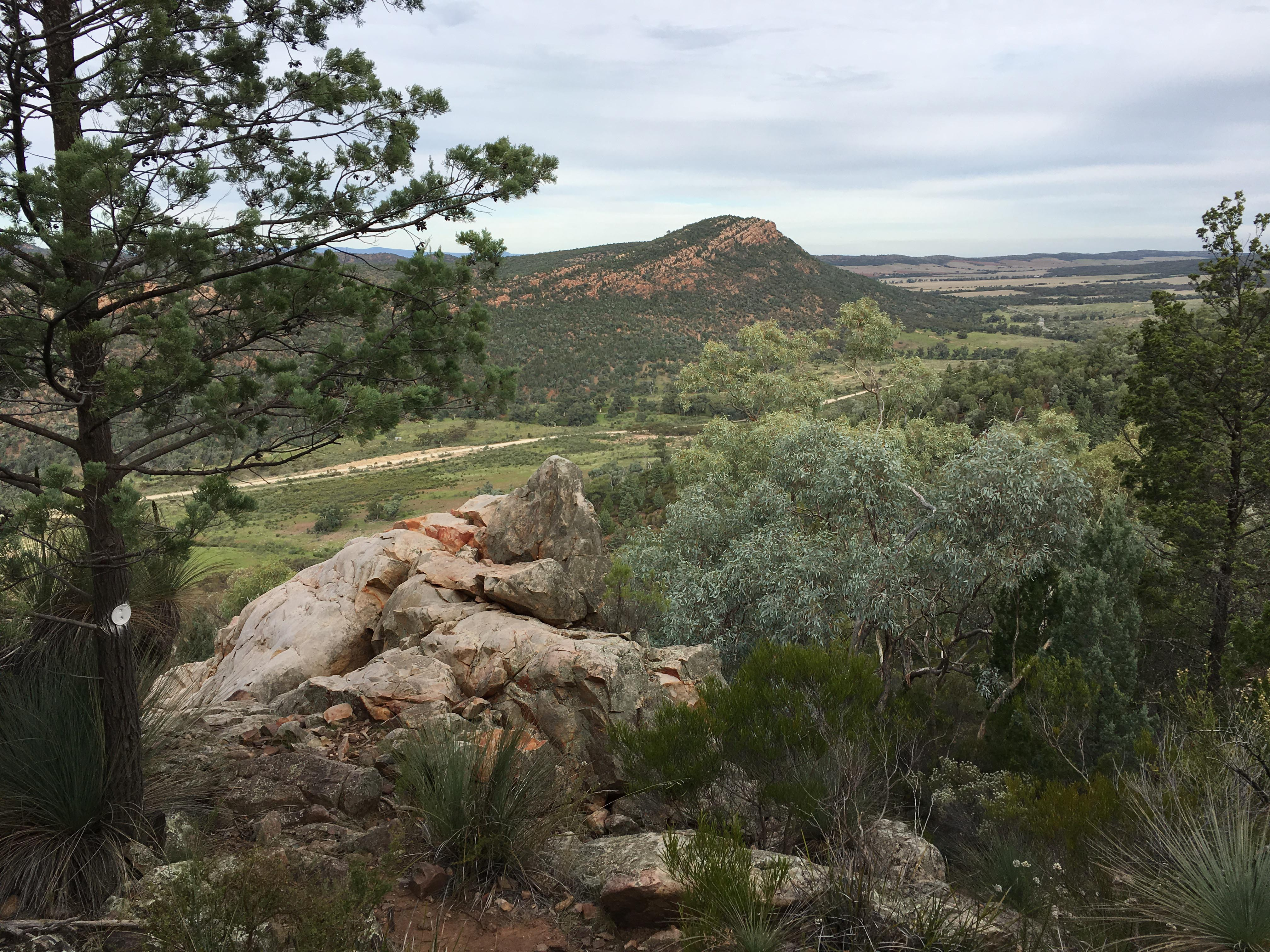 Warren gorge trail walking sa for Landscaping rocks you can walk on