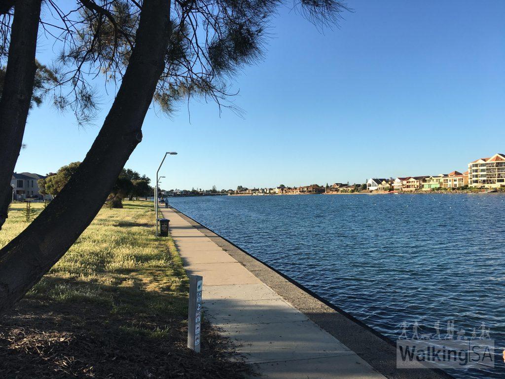 Walking loop around West Lakes