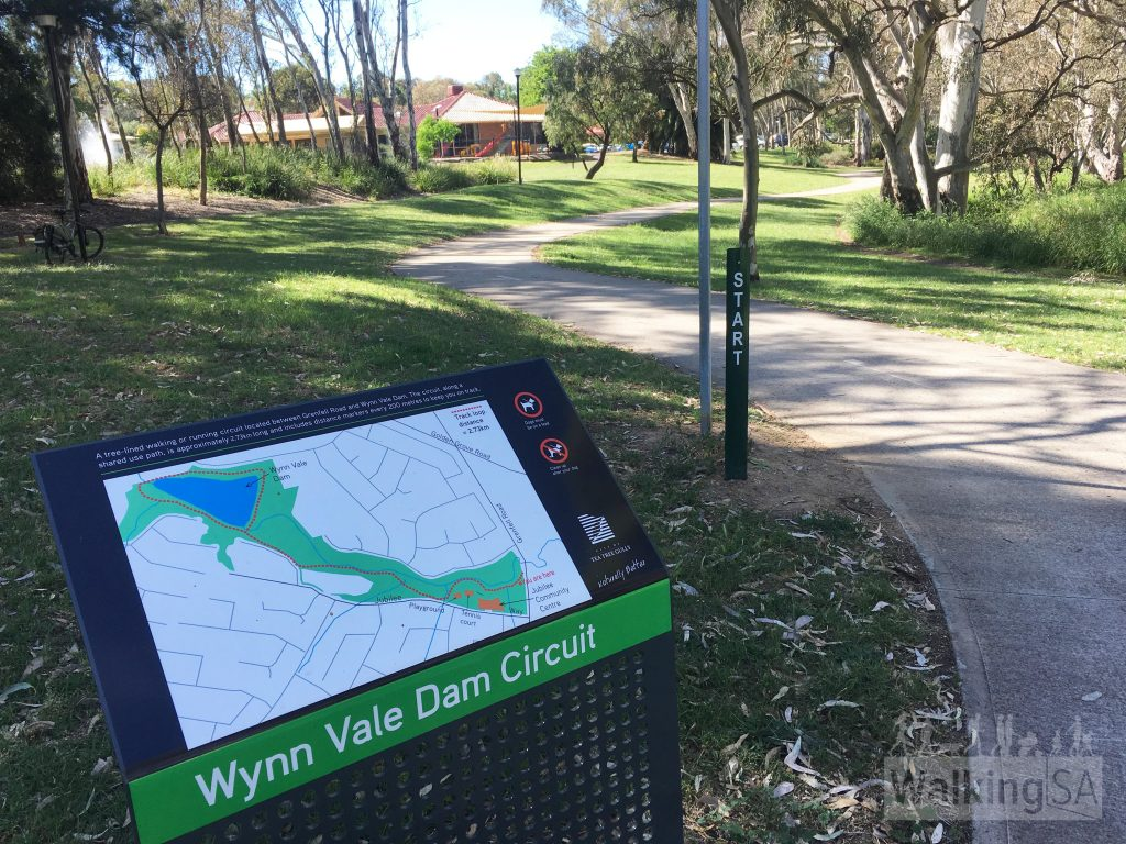 Start of the marked Wynn Vale Dam Circuit at Grenfell Road