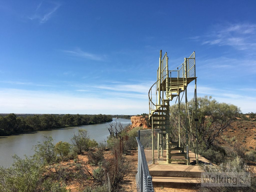 Lookout on the Wilabalangaloo Trail over the River Murray