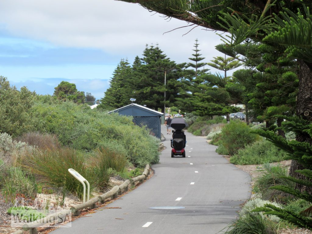 The Foreshore Walk at Tumby Bay is accessible for wheelchairs, strollers and bicycles, begins from the jetty and heads south to the caravan park
