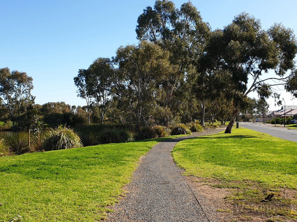 The gravel paths are well maintained and suitable for wheels, including kids bikes, prams and wheelchair users