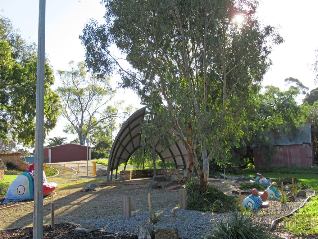 The worli and fish sculptures at Winnaynee Horseshoe Inn Reserve commemorate the special link the Kaurna people had with the Onkaparinga River