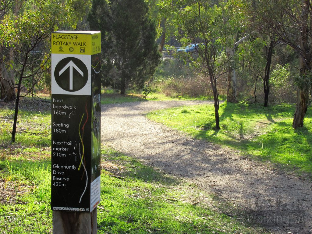 The trails along the western side of the southern section of Minkarra Park are well marked